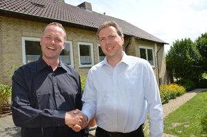 Pater Koch (r.) verlässt Hannover und geht nach Carlhorn. Sein Nachfolger, Pater Neuberger, hat sich schon gut eingelebt. © pkh