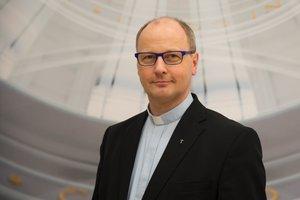Propst Martin Tenge erklärt, warum der Personalplan mehr ist als nur ein Zahlenkonstrukt. © pkh