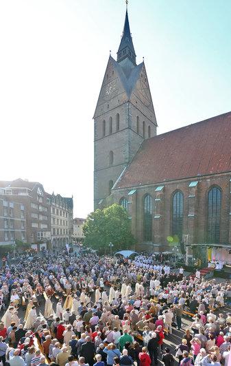 Im vergangenen Jahr fanden die Feierlichkeiten zu Fronleichnam zum ersten Mal an der Marktkirche statt. Es war die erste Heilige Messe auf diesem Gebiet seit der Reformation. © pkh