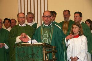 Pfarrer Klemens Teichert bei seiner Einführung auf dem Mühlenberg.