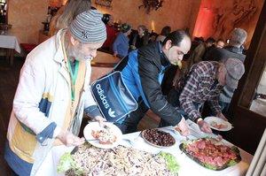 Beim Social Lunch im Besitos gab es ein großes Buffet. © Gaus