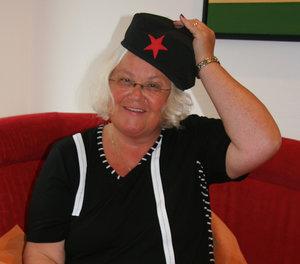 Zu ihrer Begrüßung als neue Leiterin des ka:punkts hat Jutta Johannwerner die Che-Guevara-Mütze aus dem Kuba-Urlaub mitgebracht. Ein großes Herz für die Entrechteten – das ist ein Zug, den sie an dem umstrittenen Kult-Revolutionär schätzt.