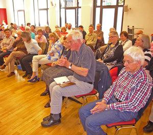 Das Publikum im Tagungshaus St. Clemens beteiligte sich engagiert. Fotos: Meilwes