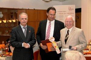 Von links: Benno Blings, Leiter des Wilhelm-Maxen-Hauses, Martin von Essen, Vorstand des Ev. Johannesstiftes Berlin, Johannes Müllmann